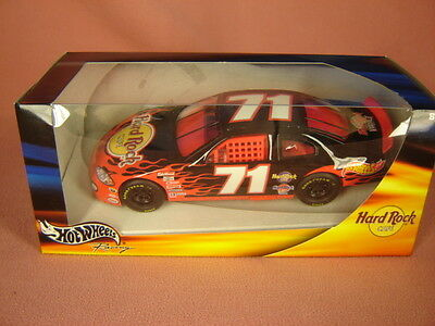 NASCAR Hot Wheels Racing 2003 Dodge Intrepid #71 Hard Rock Cafe 1:24  Stock Car