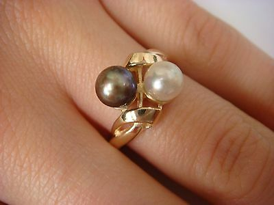 14K Yellow Gold, Genuine White And Black Pearls Ladies Ring 3.6 Grams Size 7