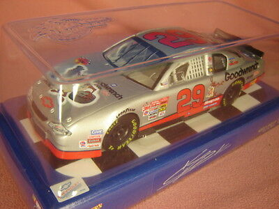 Winner's Circle #29 Kevin Harvick GM Goodwrench  2002 Monte Carlo 1:24 Car EUC