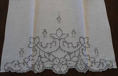 Vintage Linen Guest Hand Towel Art Deco Embroidered Mosaic Lace Monogram H