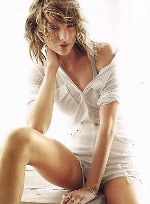 """TAYLOR SWIFT in shorts - 11"""" x 8"""" MAGAZINE PINUP POSTER - BLOND TEEN GIRL SINGER"""