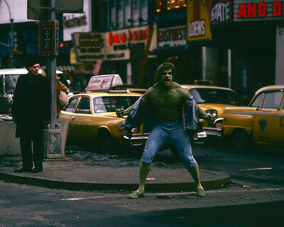 The Incredible Hulk Lou Ferrigno Times Square New York by Taxi 8x10 Photo
