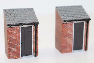 OO 1:76 44-554 Bachmann Scenecraft 2 x Outhouses New FNQHobbys
