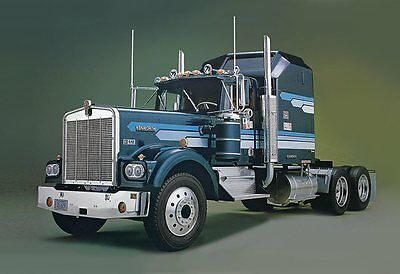 Kenworth W-900 Aerodyne Conventional 1/16 scale skill 3 Revell model kit#2508