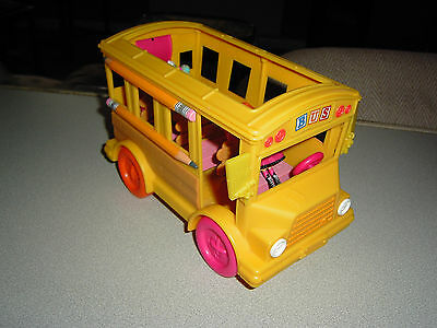 LalaLoopsy  bus with 2 small figures
