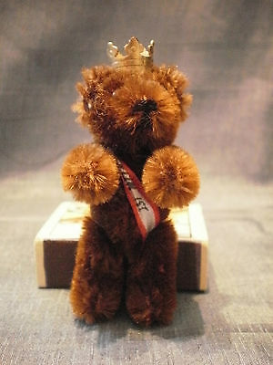 """Vintage Schuco Berlin Bear 2.95"""" Badge With Crown And Ribbon Metal Body"""