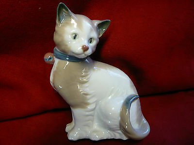 Vintage Retired 1985 Lladro Nao Cat With Blue Collar And Pink Bell ~ Perfect