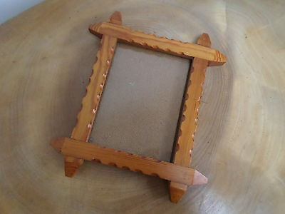 VINTAGE 'TRAMP ART' WOODEN PHOTO,PICTURE FRAME light coloured wood,scalloped