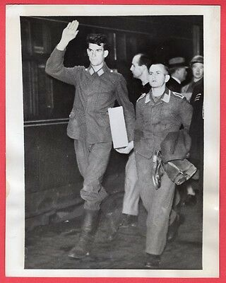1940 Luftwaffe Airmen on Way POW Camp in London Railway Station News Photo