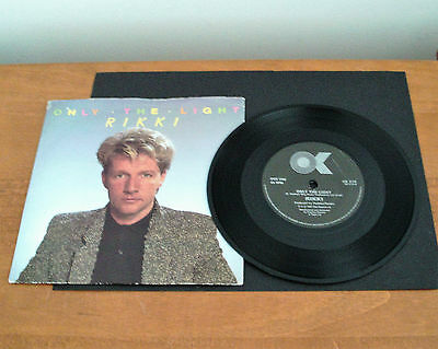 """RIKKI - ONLY THE LIGHT - 7"""" VINYL SINGLE in PIC SLEEVE  - TESTED - EXCELLENT B s"""