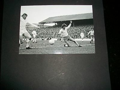 """MILLWALL MATCH ACTION   1970s ?    6""""x4""""  Photo REPRINT"""