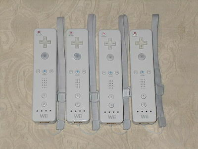 4 white official Nintendo Wii controllers L2