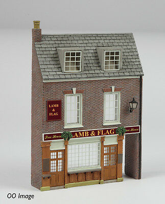 Graham Farish Scenecraft 42-232 - Low Relief Pub         'N' Model Railway