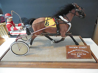 Division Street 1985 Standardbred Owners Horse of the Year Hand crafted figurine