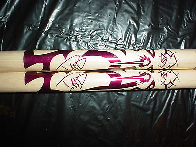 2 QUEENS OF THE STONE AGE Dave Grohl SIGNATURE DRUMSTICKS DRUM STICKS