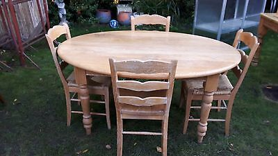 Table and 4 chairs - oval shaped - solid oak