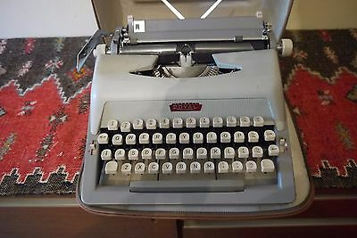 Vintage ROYAL Portable Typewriter Royaluxe 400 series + carry case & instruction