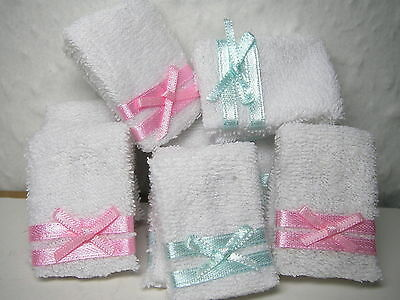 Towels, 16 folded towels with blue & pink ribbon,  DOLLS HOUSE MINIATURES (F268)
