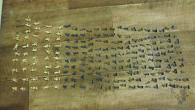Vintage Joblot Of Over 200 Airfix Style Toy Soldiers