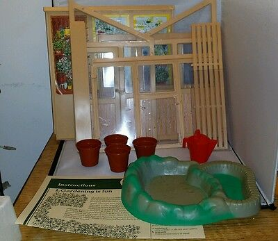 VINTAGE Sindy Country Garden Boxed GREENHOUSE AND POND