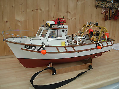 R/C Stunning Detail Radio Controlled Model Fishing Boat Please View Pictures
