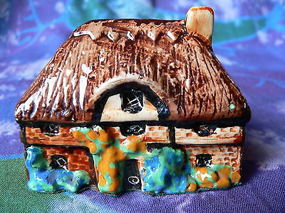 TEY POTTERY MINIATURE COUNTRYSIDE COLLECTION (No. 30) NEW FOREST COTTAGE