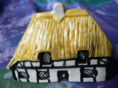 TEY POTTERY MINIATURE  COUNTRYSIDE COLLECTION (No. 5)  THATCHED BEAM HOUSE