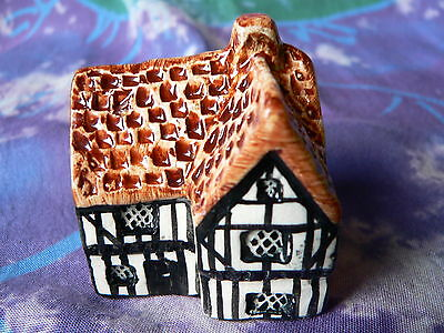 TEY POTTERY MINIATURE COUNTRYSIDE COLLECTION (No.10) TUDOR BEAM HOUSE