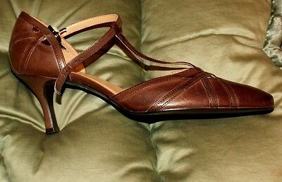 Vintage style brown leather shoes. Size 38. Unworn.