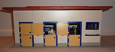 SCHLEICH STABLE BLOCK lightly used with box