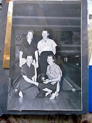 1959-1990 WOMAN'S PERSONAL BOWLING SCRAPBOOK w/ AWARD PLAQUES - DAWN K. ANDERSON