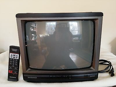 Vintage Magnavox R1337 W101 13 inch Color TV - MINT!