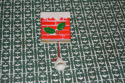 Vintage Holiday Christmas Santa Pop Up Pull String Articulated Broach Pin