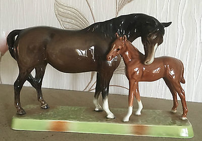 BESWICK HORSE MARE & FOAL No 1811 BROWN & CHESTNUT GLOSS  EXCELLENT CONDITION
