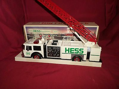 1989 Hess Toy Fire Truck with Dual Sound Siren Mint in Box