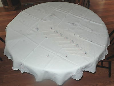"BEAUTIFUL EMBROIDERED 70"" ROUND TABLECLOTH w/ SCALLOP EDGE & 8 MATCHING NAPKINS"