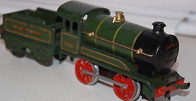 HORNBY SERIES O GAUGE No 0 ( REVISED BODY) LOCO AND TENDE IN GWR GREEN LIVERY