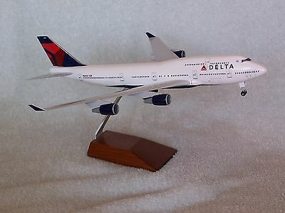 DELTA AIRLINES  Boeing 747-400   SKYMARKS EXECUTIVE