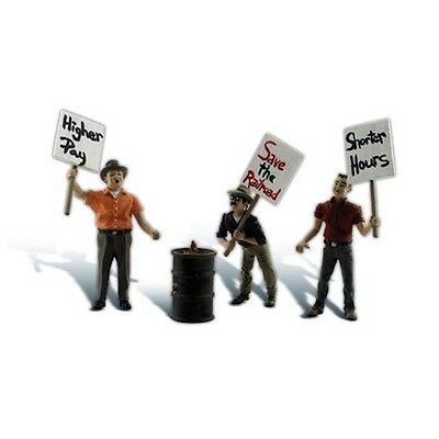 Woodland Scenics A2557 G-Scale Striking Picketers, 3 Men w/ Signs & Barrel