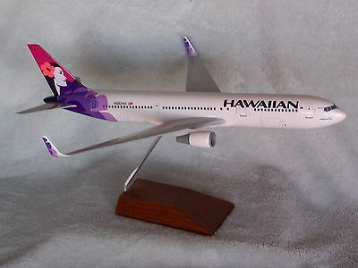 HAWAIIAN AIRLINES  Boeing 767-300   SKYMARKS EXECUTIVE