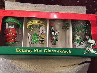 Christmas Glass Set Peanuts Snoopy 4 Pack 2011