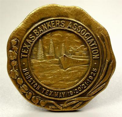 Lapel Pin TEXAS BANKERS ASSN HOUSTON 1925 Boat/Oil Wells Pictorial 33mm ME863