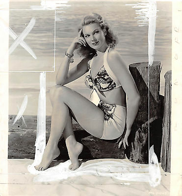 Sexy BUNNY WALTER vintage leggy busty 1943 swimsuit cheesecake pinup photo