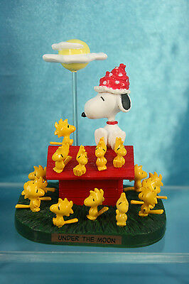 Targa Woodstock Snoopy Premium World Figure Scene Under The Moon