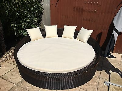 Huge 2 Metres Round Rattan Daybed With Mattress & Cushions New