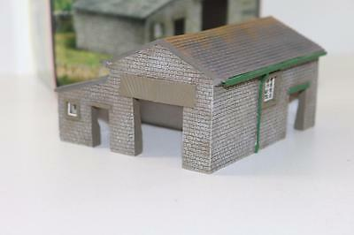 OO 1:76 Hornby Skaledale Home Farm Cattle Shed R8607 FNQHobbys SK025