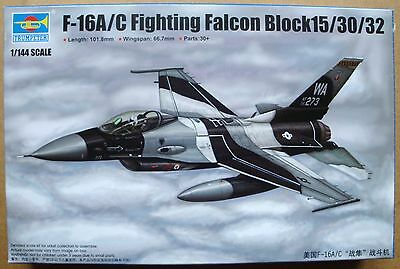 TRUMPETER® 03911 F-16A/C Fighting Falcon Block 15/30/32 in 1:144