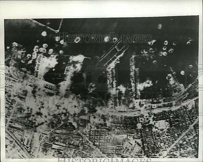 1943 Press Photo Naples Aerial view of the bombing of docks and warehouses