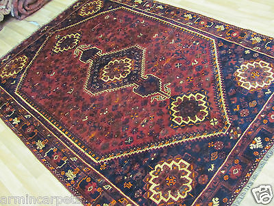 A TERRIFIC OLD HANDMADE SHIRAS WOOL ON WOOL ORIENTAL RUG (225 x 165 cm)