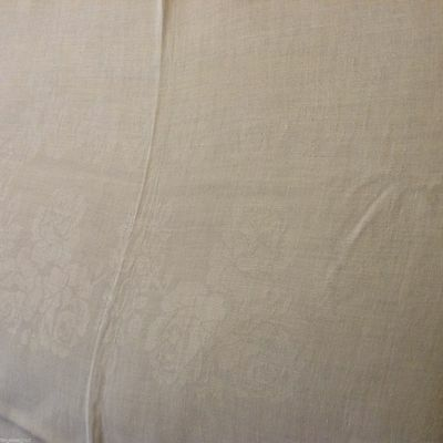 Lovely VTG Double Damask IRISH LINEN TABLECLOTH  84x64 in ROSES No Holes Tears